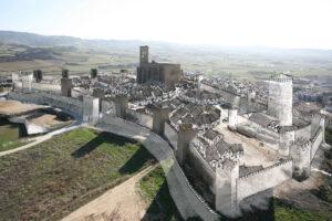 Cerco medieval de Artajona (Navarra) | IDU Ilustración